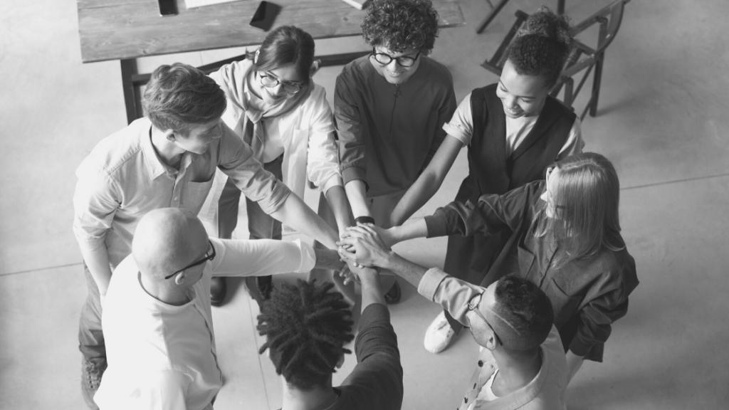Como-influye-el-estilo-de-liderazgo-en-la-salud-emocional-de-los-equipos-de-trabajo